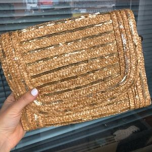 Summery straw clutch